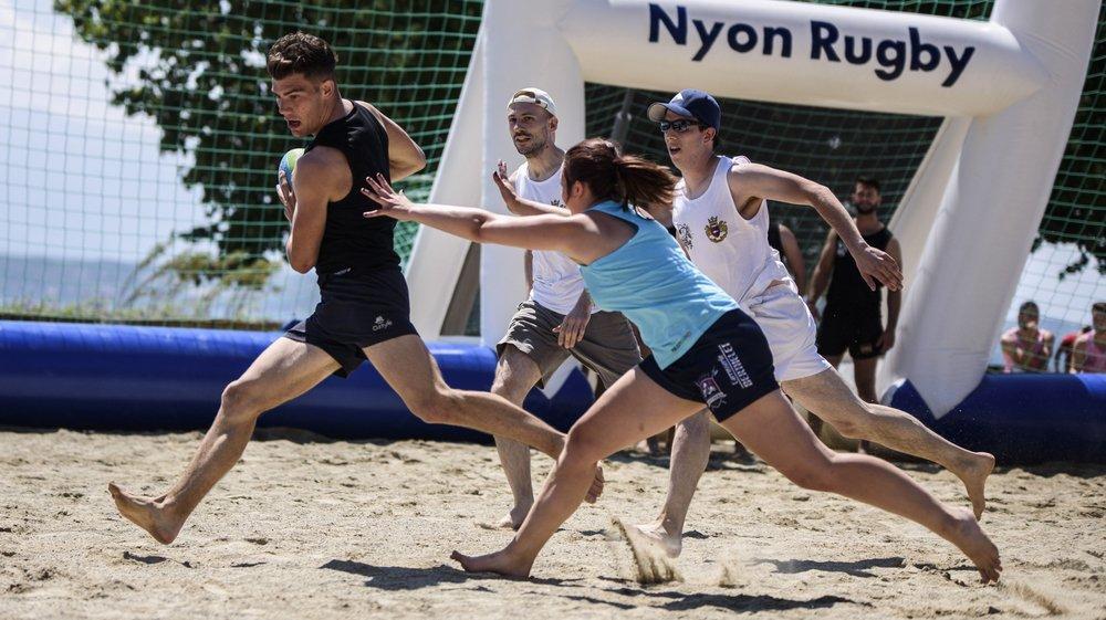 Le tournoi de beach rugby a rameuté des joueurs amateurs comme licenciés.