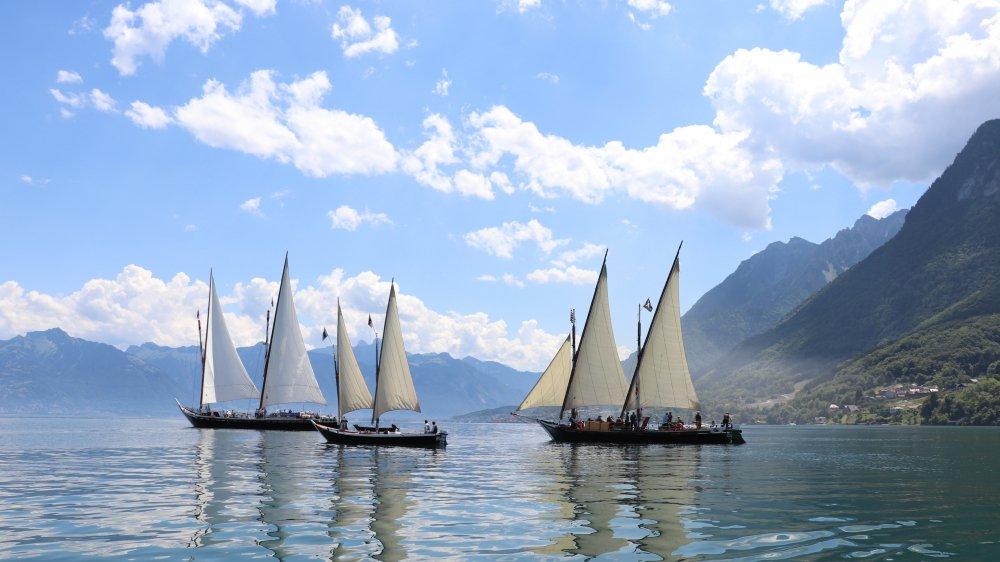 """Parade de """"répétition"""" ce jour au large du Locum, là où la plupart des barques ont été construites."""