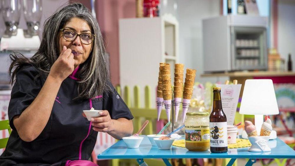 Pour créer leurs glaces hyper-locales, Brunella Ferraresi et Patrick Berthet se fournissent en miel chez l'apiculteur voisin. La bière, elle, provient de la brasserie glandoise Dive Bär.