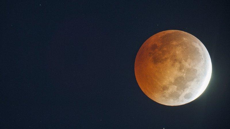 Le ciel suisse sera bien dégagé, vendredi, pour observer la plus longue éclipse lunaire du siècle