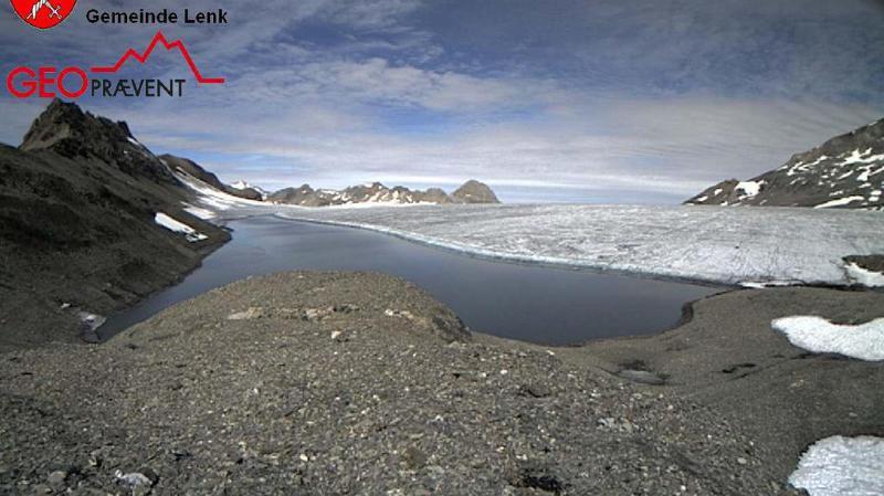 Le lac des Faverges sur le glacier de la Plaine Morte se vide à cause de la fonte des glaces