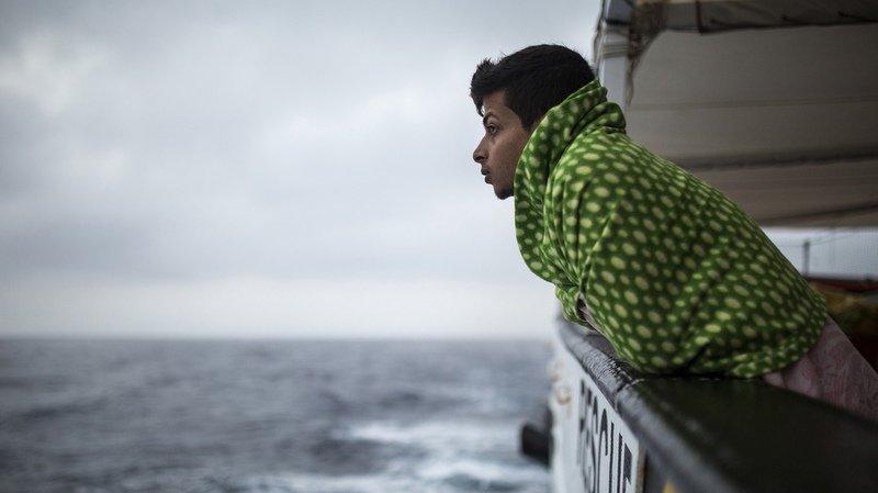 Crise migratoire: le navire Open Arms arrive à Barcelone avec 60 migrants secourus à bord