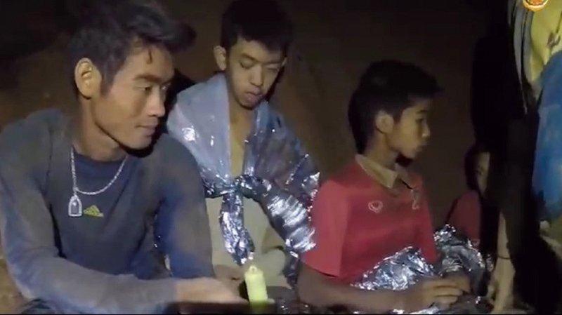 """Thaïlande: les jeunes footballeurs piégés dans une grotte sont """"en bonne santé"""""""