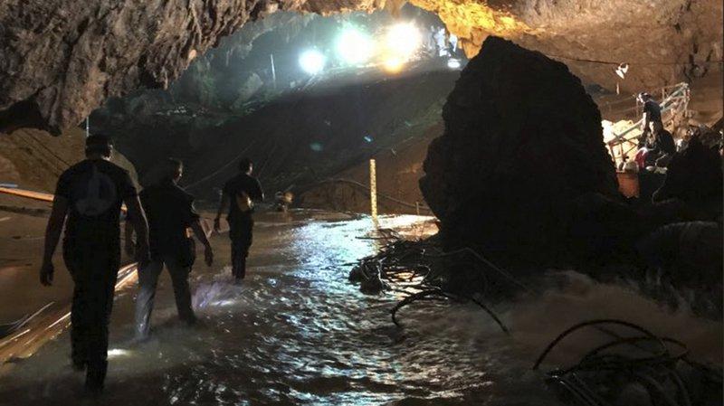 13 jeunes footballeurs et leur entraîneur étaient prisonniers de la grotte depuis le 23 juin.