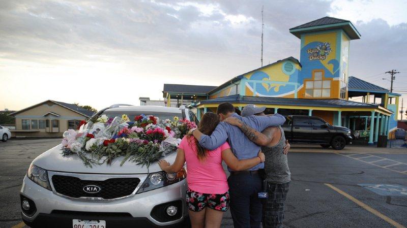 Etats-Unis: 17 morts, dont 9 d'une même famille, dans le chavirage d'un véhicule amphibie sur un lac du Missouri