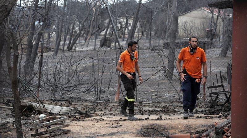 Trois jours après l'incendie autour de Mati, le plus meurtrier enregistré dans le pays, le bilan officiel des victimes dans cette petite station balnéaire montait toujours : 83 personnes décédées, certains médias évoquant jusqu'à 85 morts.