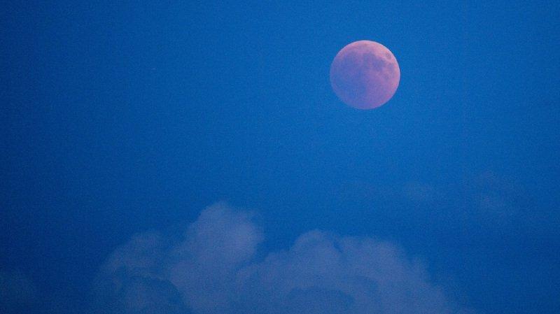 De nombreux curieux ont profité du spectacle de l'éclipse lunaire en Suisse