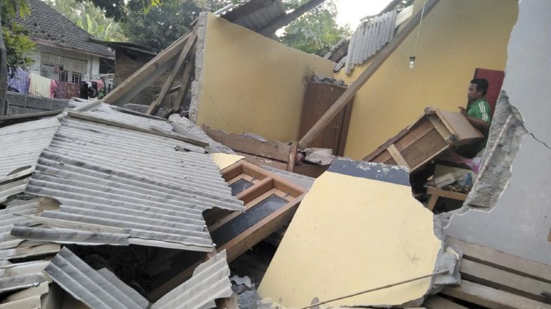 Le tremblement de terre a fait au moins 10 morts, environ 40 personnes ont été blessées et des dizaines d'habitations ont été endommagées.