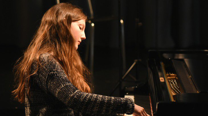 La jeune pianiste lausannoise Aurore Grosclaude jouera en trio lors du concert de musique de chambre du 2 août au Musée Forel (19h)