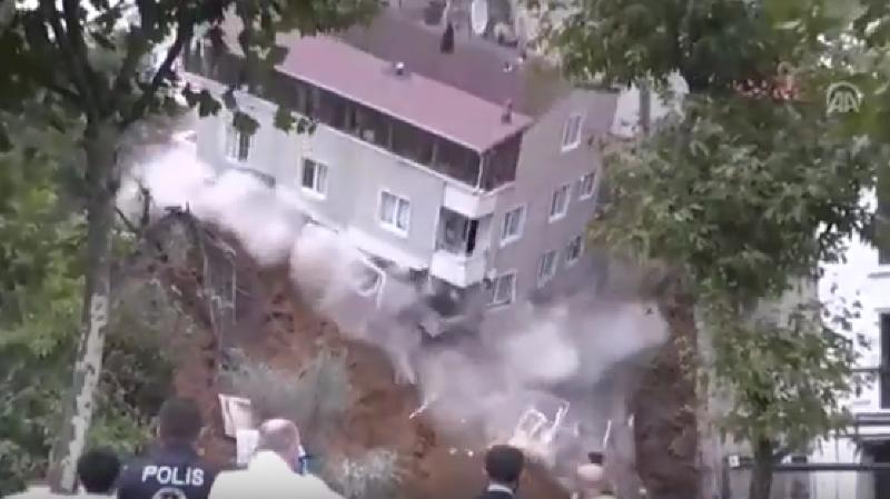 Turquie: un immeuble s'effondre suite à des pluies torrentielles