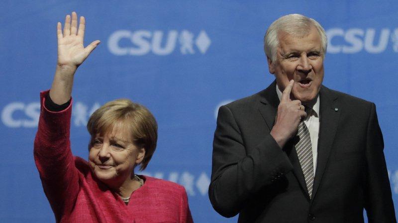 Allemagne: le ministre de l'intérieur Seehofer, en conflit avec Merkel, menace de démissionner