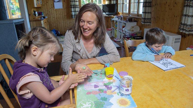 Carole Bagnoud, porte-parole de l'Association valaisanne de l'instruction en famille, encourage les parents à rester sereins.