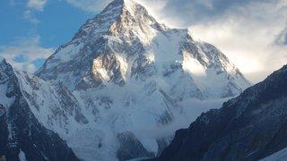 Himalaya: Andrzej Bargiel devient le premier homme à descendre le K2 à skis