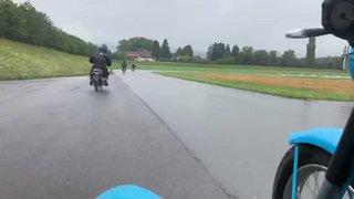 Moto Rétro à Bière: à bord d'un bolide