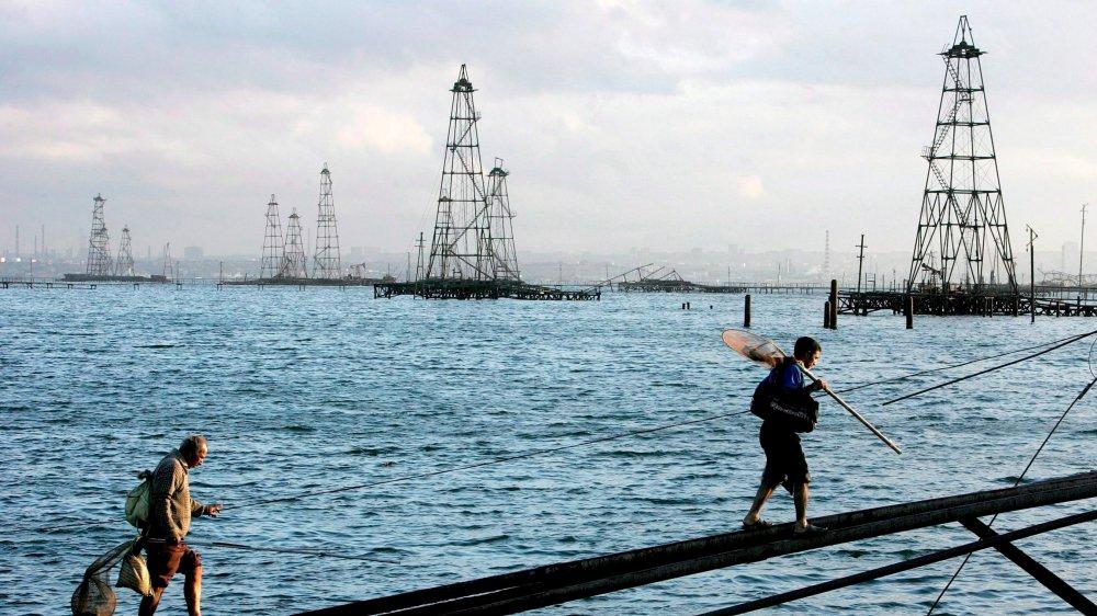 La mer Caspienne est convoitée pour ses fabuleuses richesses en pétrole, en gaz et en caviar.