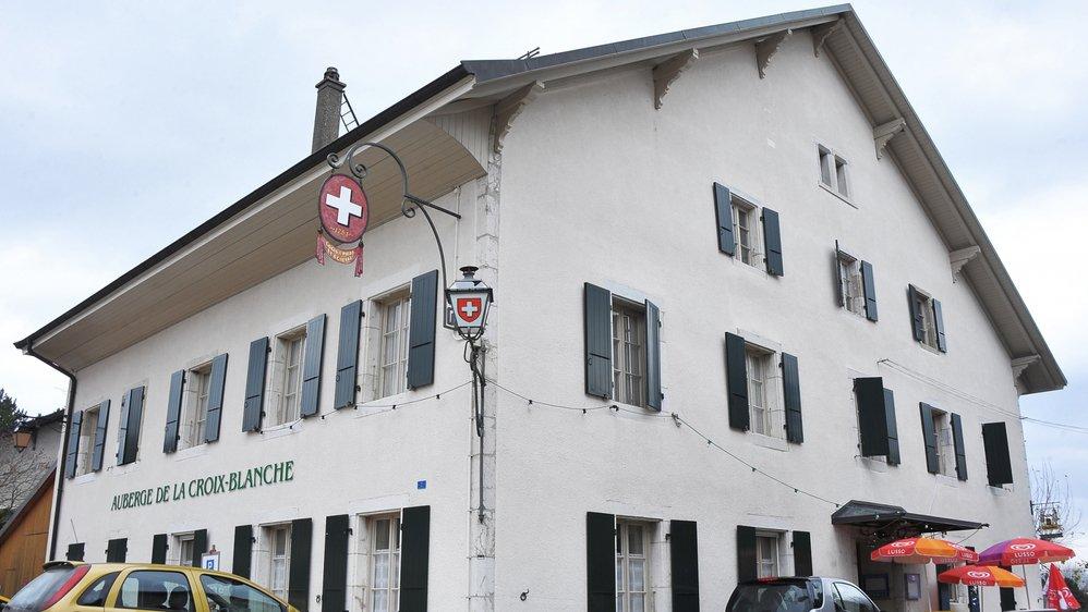 """L'auberge de la Croix-Blanche est propriété de la commune de Gingins depuis 1689. Cet ancien """"logis à pied et à cheval"""" fermera au moins deux ans pour travaux."""