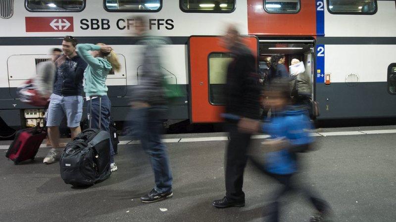 Le train est resté à quai pendant de longues minutes.