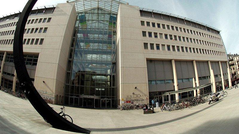 L'Université de Genève arrive largement en tête avec un taux de chômage des diplômés de Master de 9,6%.