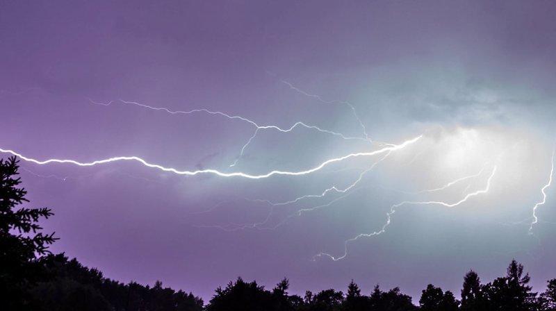 Météo: plus de 2000 éclairs par jour cet été en Suisse