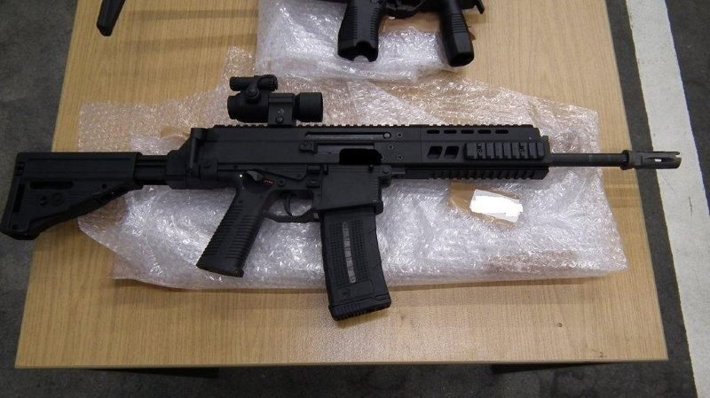 Les enquêteurs estiment que les fusils volés ont pu être revendus à des gangs brésiliens à la frontière à un prix de 10'000 dollars l'unité. (illustration)