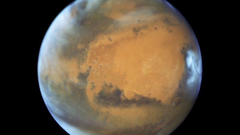 La planète Mars n'a pas été aussi proche de la Terre depuis 15 ans. L'occasion de la voir même à l'œil nu.