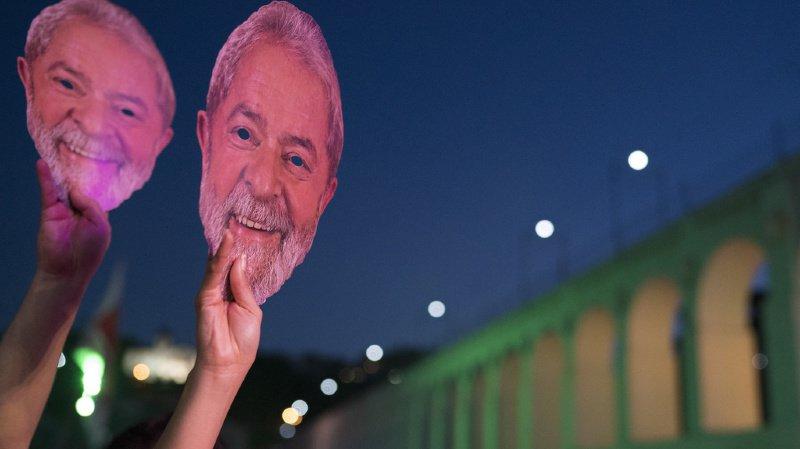 Brésil: l'ex président Lula da Silva désigné candidat à la présidentielle depuis sa prison
