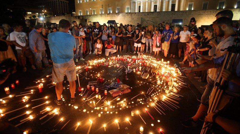 Incendies en Grèce: les autorités repêchent deux nouveaux corps