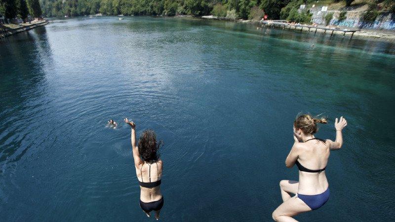 Les lacs et cours d'eau (ici, le Rhône à Genève) ont été pris d'assaut ce dimanche.