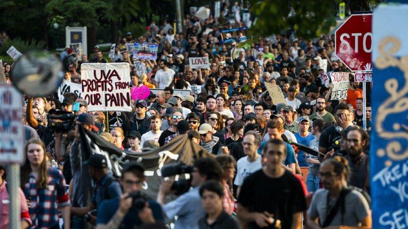 Etudiants et militants antiracistes ont défilé dans les rues de Charlottesville.