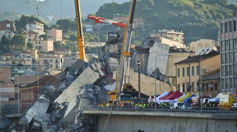 Italie - Effondrement du viaduc à Gênes: deuxième nuit de recherches dans les décombres