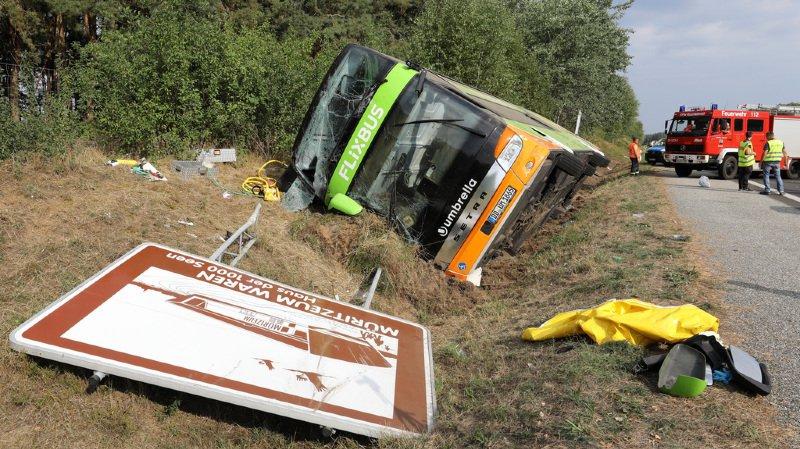 Allemagne: un car Flixbus se renverse sur l'autoroute A19, au moins 16 blessés