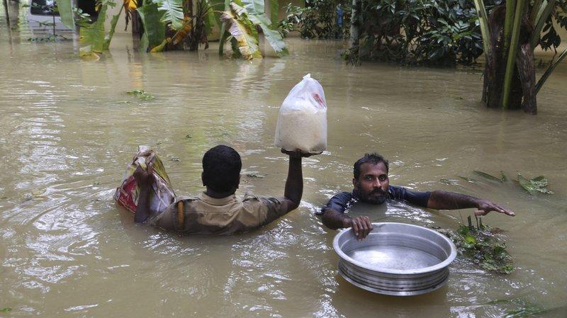 Inondations en Inde: le bilan grimpe à plus de 370 morts, milliers de personnes piégées