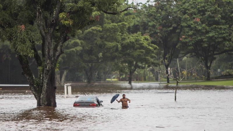 Hawaï: l'ouragan Lane arrive, les habitants se préparent au pire