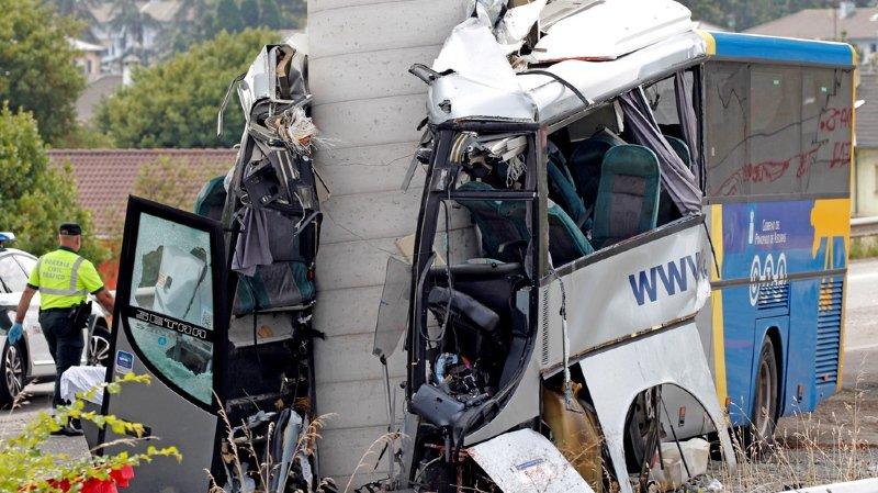 Espagne: un bus s'encastre dans le pilier d'un pont à Avilès, au moins 5 morts