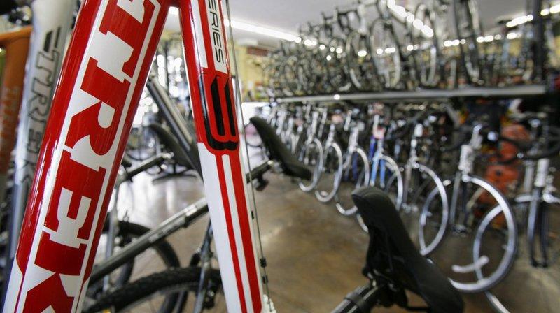 """Le fabricant de vélos Trek, en collaboration volontaire avec le Bureau de prévention des accidents (bpa), rappelle les pédales """"Bontrager Line Pro"""" en orange et noir."""