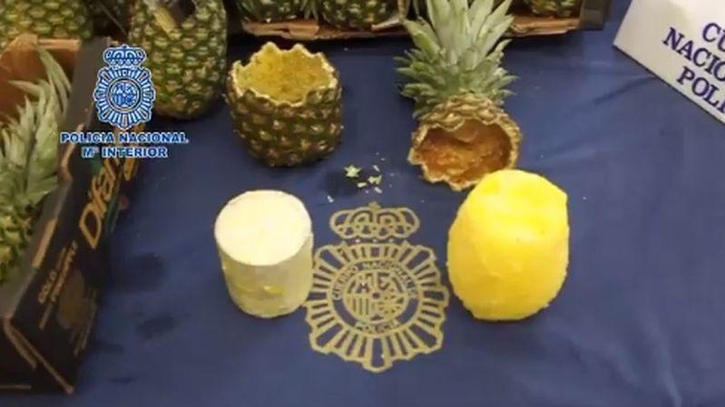 """Les ananas étaient """"parfaitement vidés et remplis de cylindres compacts de cocaïne""""."""