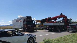 Un camion accidenté à évacuer de l'A1 à Luins