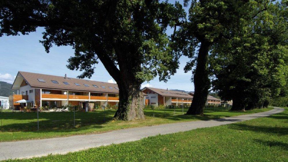 Le futur bâtiment sera réalisé selon le même concept architectural que l'actuelle Résidence La Chênaie de Bursinel.