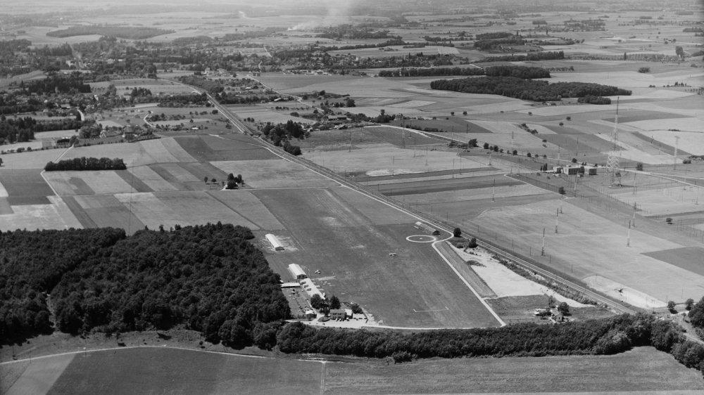 Le 23 décembre 1948, la Confédération donnait son feu vert pour la mise en service de l'aérodrome de Prangins. Il fut inauguré officiellement le 24 juin 1950.