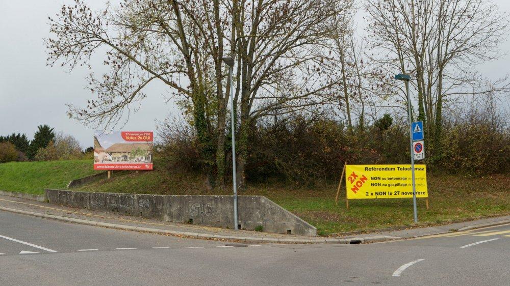 En novembre 2016, les différentes positions concernant la votation s'étaient clairement affichlées dans le village.