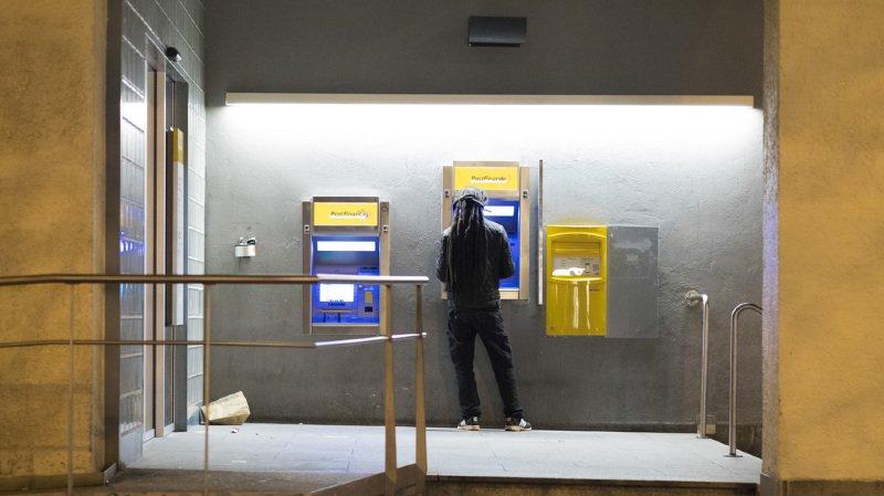 En raison d'une panne informatique, il faut éviter les retraits avec la carte PostFinance