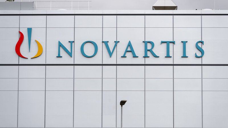 Novartis va supprimer plus de 2000 postes en Suisse d'ici 2022