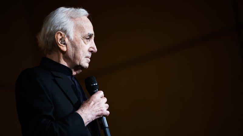 Une bouteille de champagne pour Charles Aznavour à Paléo
