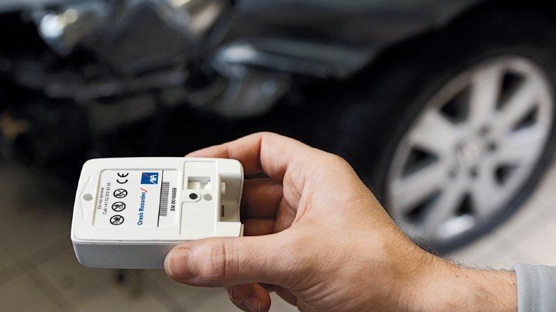 Conduite: la moitié des Suisses veulent installer un crash recorder dans leur voiture