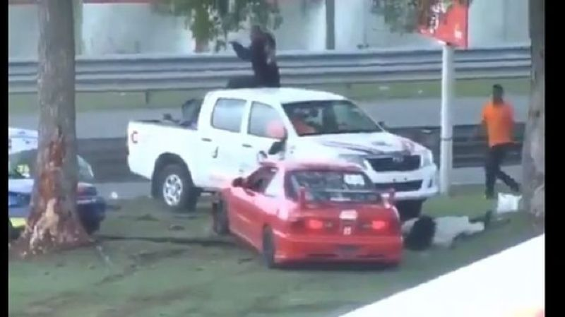 Spectaculaire accident lors d'un Grand Prix: la pilote s'en sort par miracle