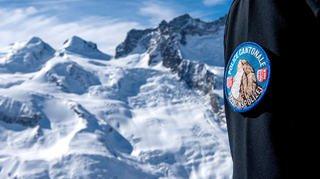 Valais: un alpiniste décède après avoir été emporté par une plaque de neige à 4200 m
