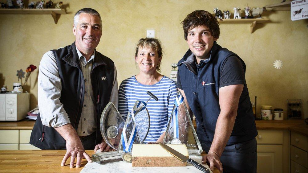 Maurice, Sonia et Germain Treboux ont remporté le titre de meilleur fromage de Suisse avec leur gruyère d'alpage.