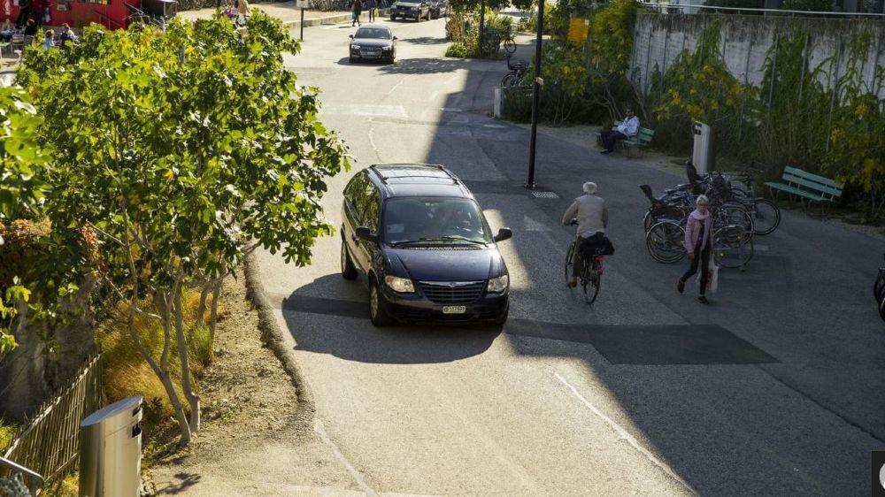 Au nord de la gare, les piétons, les cyclistes et les automobilistes cohabitent dans ce secteur.