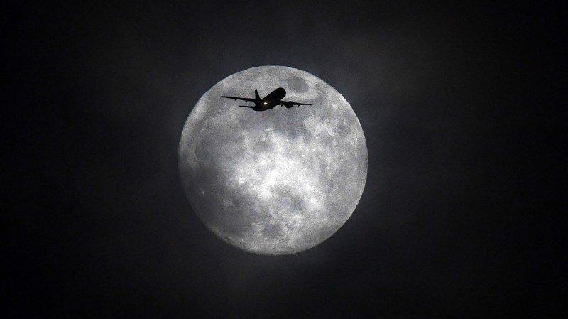 La lune artificielle serait 8 fois plus lumineuse que notre bonne vieille Lune bien naturelle (illustration).
