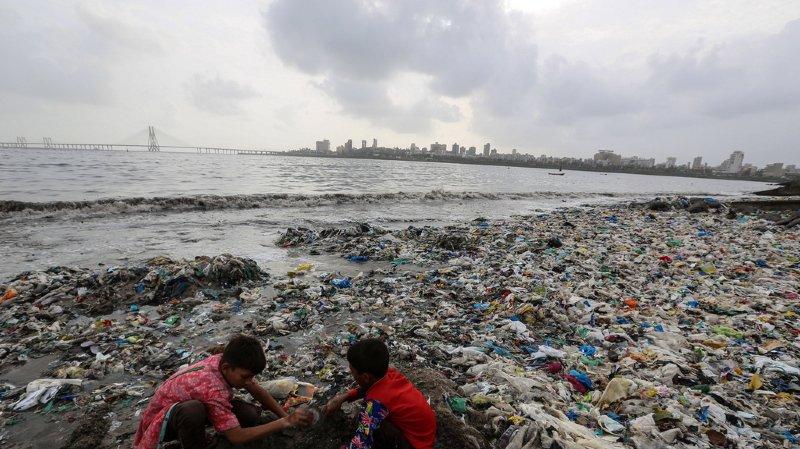 Les déchets plastiques sont un problème environnemental majeur sur toute la planète.